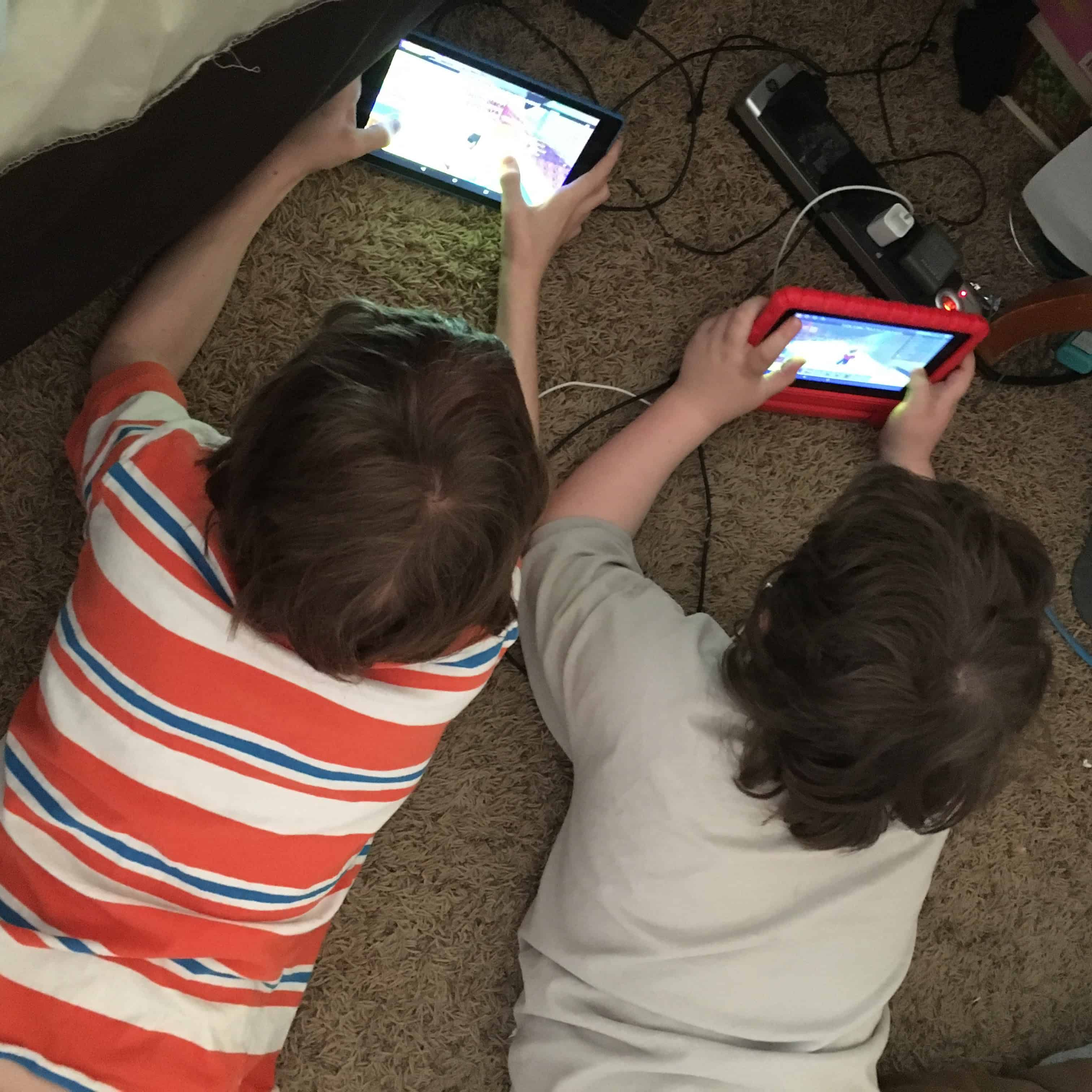 young boys using kindles and ipads on screen time