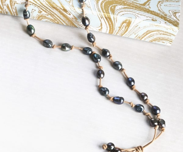Tahitian Baroque Pearl style leather bohemian necklace, Beautiful large pearls knotted on leather lariat Y necklace.  3rd third anniversary gift for her - Valentine gift for girlfriend